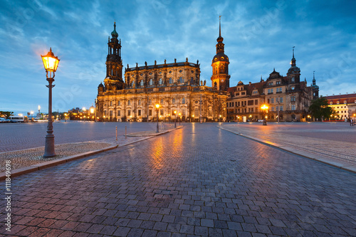 Deurstickers Krakau View of the royal palace and cathedral in the old town of Dresden, Germany.