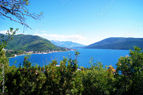 Papiers peints Piscine Adriatic Sea and the green crown, Montenegro