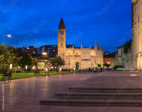 Church of Santa Maria La Antigua at night, Valladolid, Spain