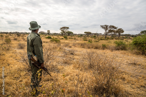 Fotografía  A park ranger working in the Tarangire National Park in northern Tanzania, Afric