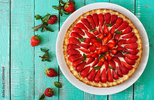 Fényképezés  Tart with strawberries and whipped cream decorated with mint leaves