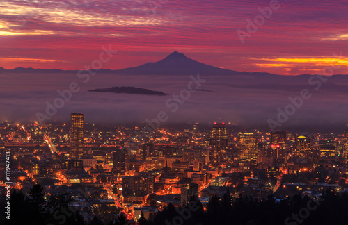 In de dag Crimson before sunrise of Portland