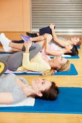 Obraz na PlexiPilates Klasse macht Stretching Übung