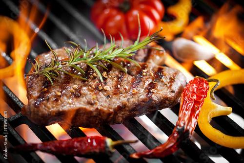 Steakfleisch auf dem Grill  - 111950001