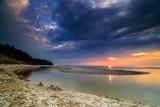 Fototapeta Fototapety z morzem do Twojej sypialni - Ujście rzeki do morza zachód słońca