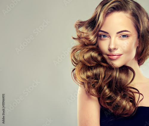Cadres-photo bureau Salon de coiffure Beautiful girl with long wavy hair . Brunette with curly hairstyle . jewelry earrings