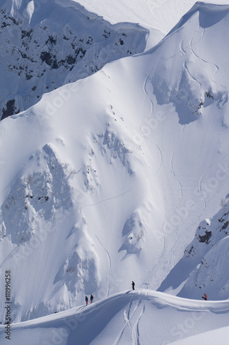 Snowboard freeride, snowboarders and tracks on a mountain slope Fototapet