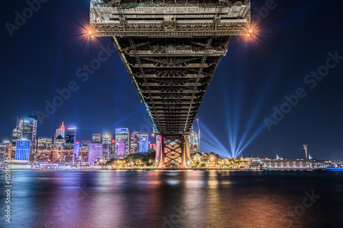 Photo  SYDNEY, AUSTRALIA - May 29, 2016, Sydney skyline Vivid night view from Milson point illuminated with colourful light design imagery, during the Vivid Sydney 2016 annual public event