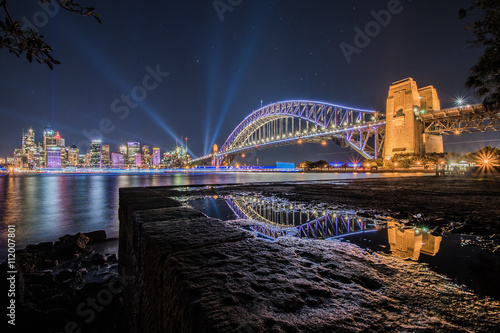 Foto auf Gartenposter Sydney SYDNEY, AUSTRALIA - May 29, 2016, Sydney skyline Vivid night view from Milson point illuminated with colourful light design imagery, during the Vivid Sydney 2016 annual public event.