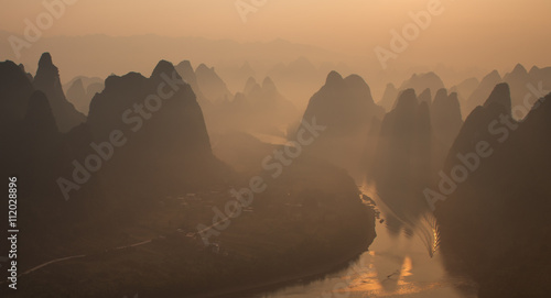 Poster Chine Misty morning sunrise