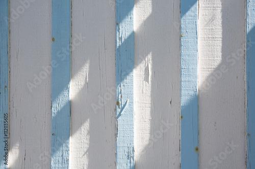 niekonczace-sie-jasnoniebieskie-i-biale-paski-drewno