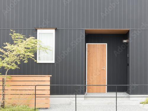 Fotografie, Obraz  住宅 玄関 外構 植栽 エクステリア アプローチ モダンなサイディング デザイン住宅