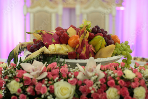 Canvas Prints Akt Composition with fruit and flowers