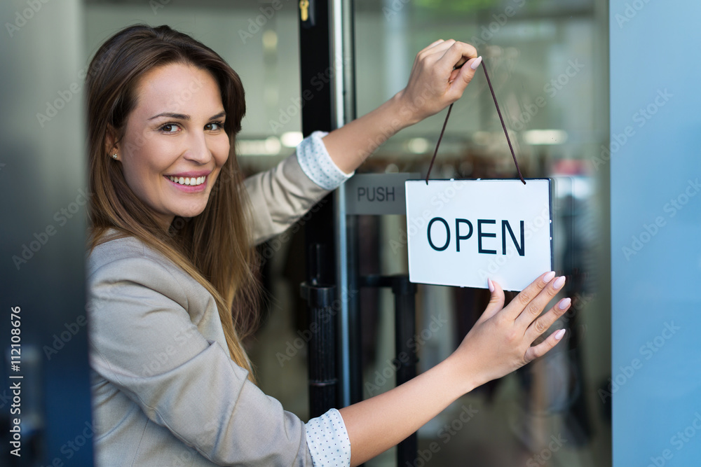 Fototapeta Woman hanging open sign on door