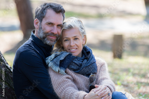 Foto  middle aged couple in park