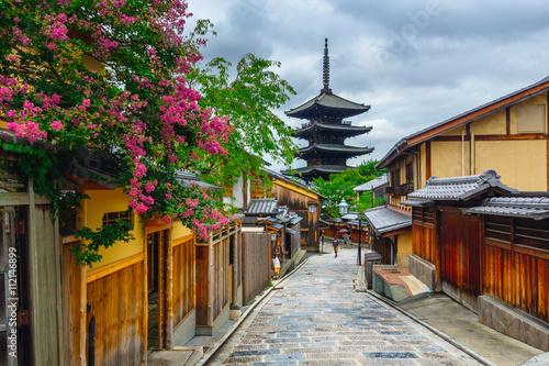 In de dag Japan Yasaka Pagoda and Sannen Zaka Street in the Morning, Kyoto, Japan