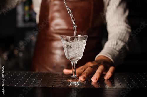 Valokuvatapetti drink splashes out of the glass