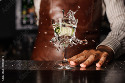 Fotografia, Obraz cucumber falling into the glass