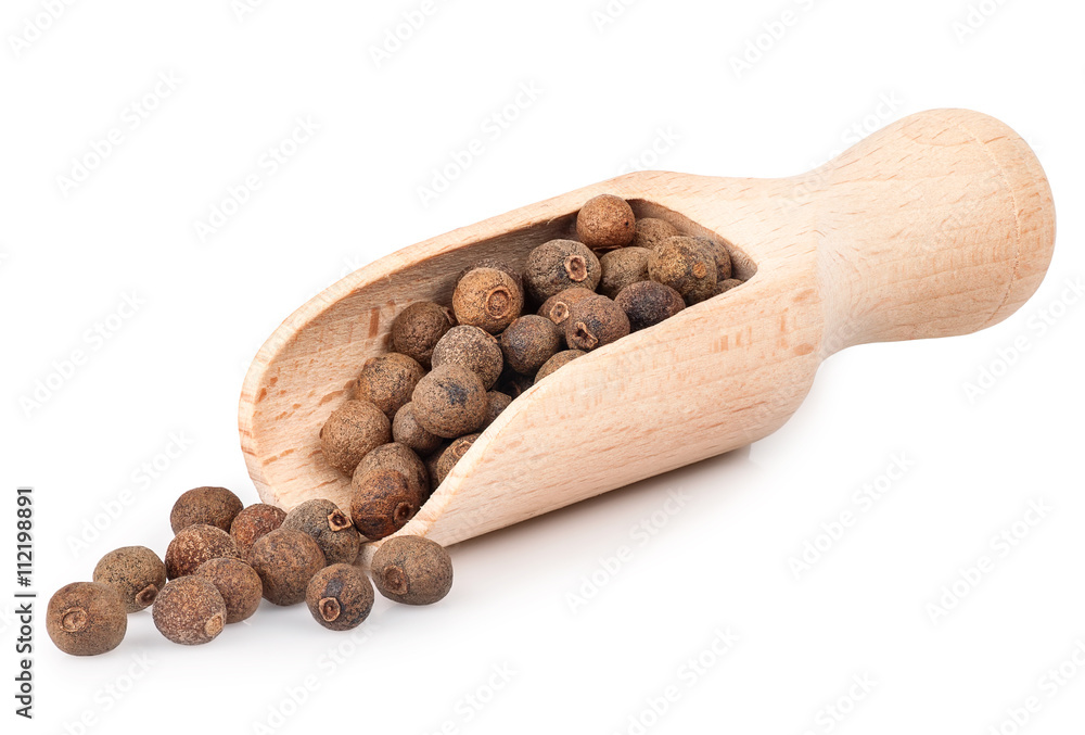 Fototapety, obrazy: allspice in wooden scoop isolated on white background