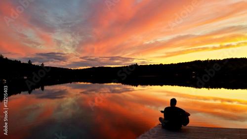 Foto auf AluDibond Schokobraun Beautiful cottage sunset on the dock