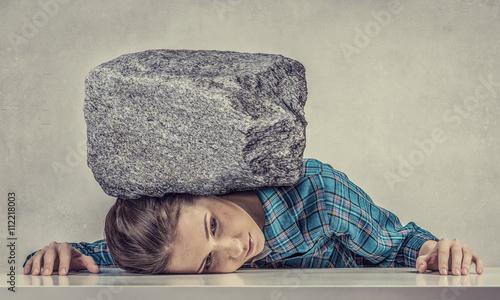 Fotomural Tired girl under pressure