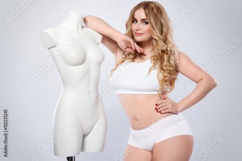 Photo  Plus size model and dummy female torso