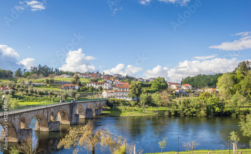 View over Ponte da Barca and the medieval bridge Canvas-taulu