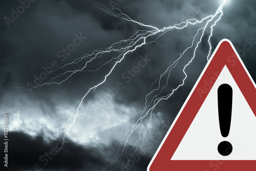 Obraz Caution - Thunderstorm  - fototapety do salonu