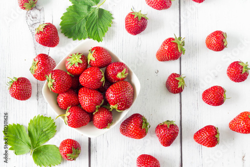 Obraz Strawberries in round shape, top view - fototapety do salonu