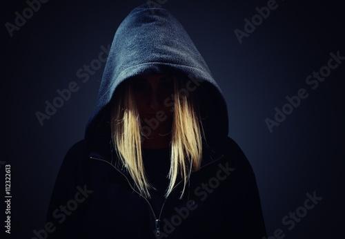 Fotomural Misteriosa mujer, desconocido en el capó.