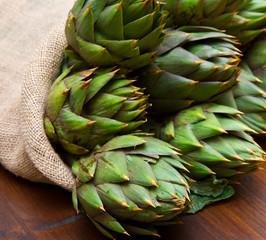 Panel Szklany Warzywa artichoke in burlap sack on wood