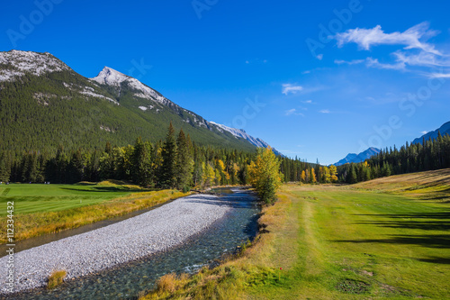 Spoed Foto op Canvas Canada Beneaped autumn stream with pebbly bottom