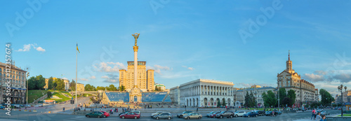 Tuinposter KYIV, UKRAINE - JUNE 01, 2016: Downtown of Kyiv City near the Independence Square and Khreshchatyk Street in the evening.