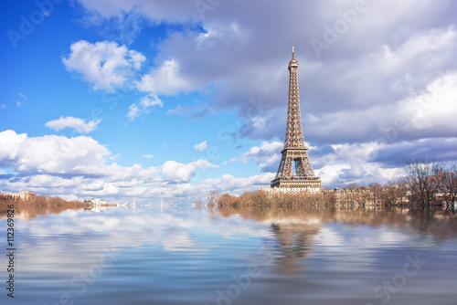 Papiers peints Paris Flood illustration of the river Seine, Eiffel tower, Paris, France