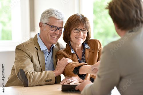 Photo Senior couple meeting financial adviser for investment