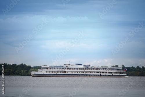 Poster Artistiek mon. Cruise tourist ship on Volga river in Kalyazin in Russia
