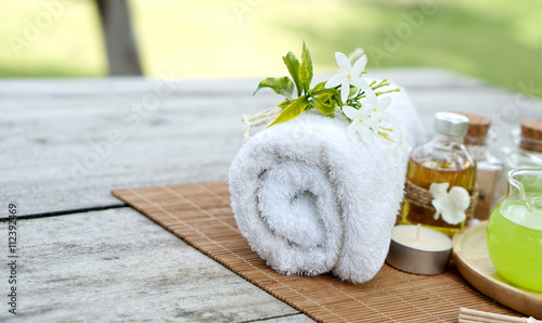 Fototapety, obrazy: White towel with green spa setting on bamboo mat and wooden table