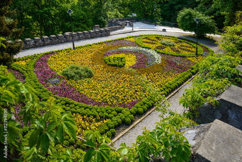 Cadres-photo bureau Vert chaux terrace with flowers - Lillafured
