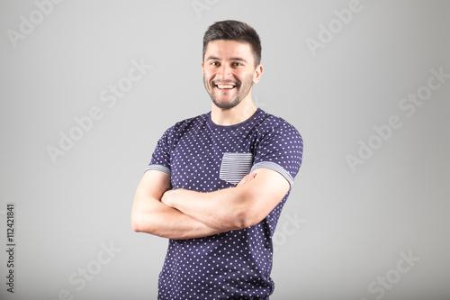 Photo  Positive bearded man