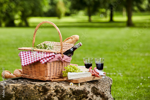Keuken foto achterwand Picknick Elegant picnic with red wine, cheese and sausages