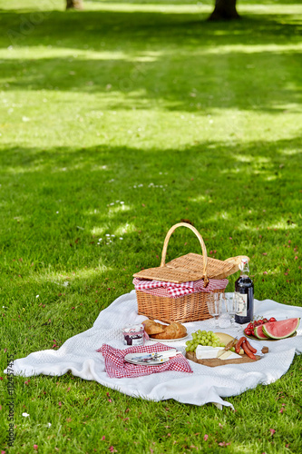 Poster Picnic Wicker picnic hamper outdoors in a spring park
