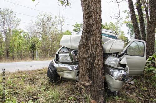 Photo car crash tree