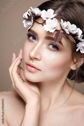 Fotografie, Obraz  Krásná žena portrét v zadávací barvách