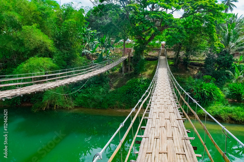 In de dag Bamboo Bamboo hanging bridge over river in tropical forest, Bohol, Philippines