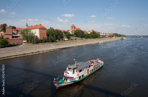 Widok z mostu na panoramę, rejs statkiem po Wiśle, Toruń, Polska, Panorama of Torun - Vistula river, Poland