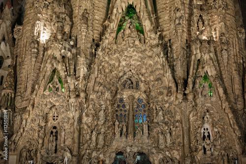 Платно  Barcelona, Spain - September 22, 2015: Close view to Nativity facade at basilica of La Sagrada Familia at night