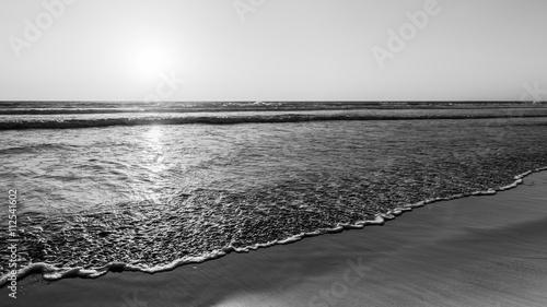 Plakat Imponujące seascape Ocean Beach w San Diego w Kalifornii. Zachód słońca. Czarny i biały
