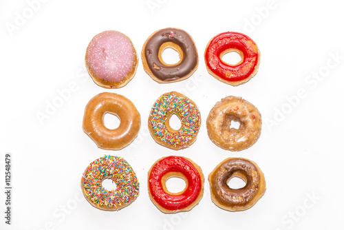 Photo  Colorful glazed donuts, view form the top,  isolated on white background
