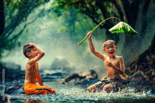 Photo Childrens playing in the river