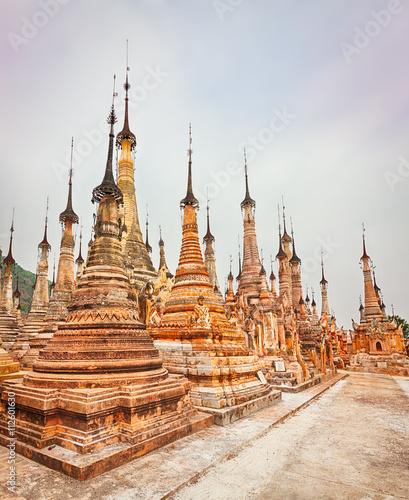 In de dag Bedehuis Takhaung Mwetaw Paya in Sankar. Myanmar. Panorama